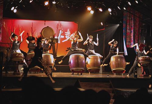 Exciting performance at Ten Drum Village