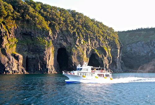 Shiretoko Sightseeing Boat