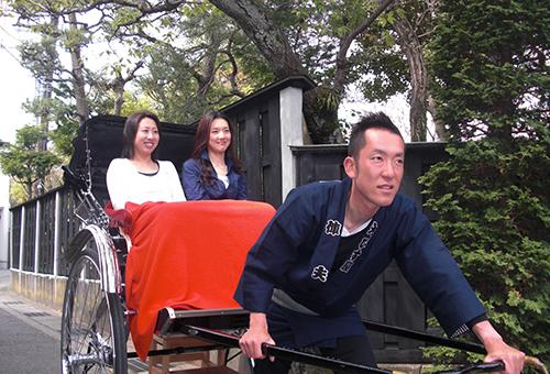 Rickshaw driver guides you in Kamakura