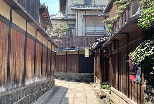 Stroll quaint alleyways of Kyoto
