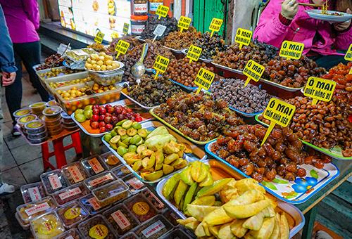 Hanoi's Old Quarter street food